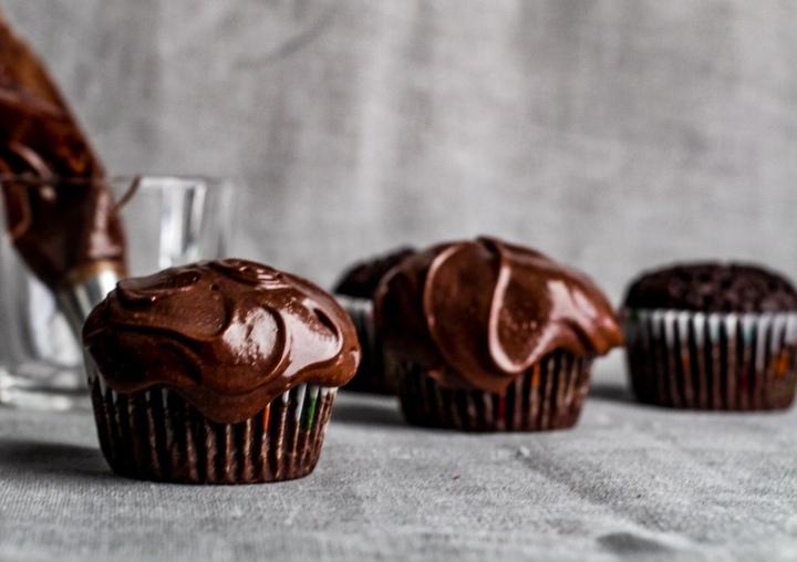 Easy Peasy GF ChocolateCupcakes